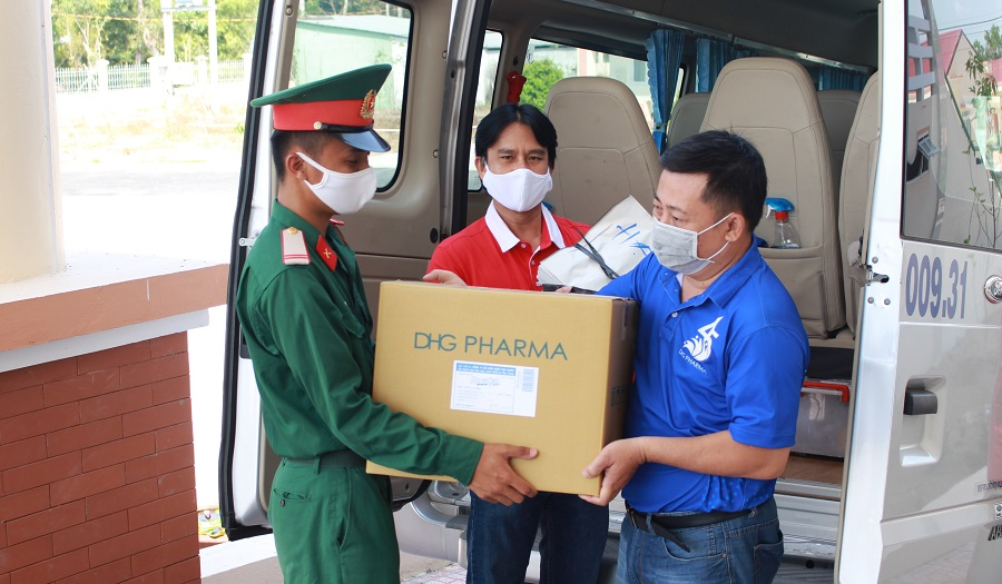 DHG Pharma accompanies with Representative Office of Thanh Nien Newspaper in Can Tho to take care of people's health at the Covid-19 quarantine area in the Mekong Delta